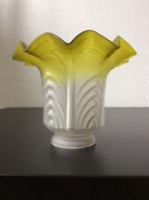 Tulipe verre moulé dépoli coloré ouraline jaune à décor géométrique Art Nouveau
