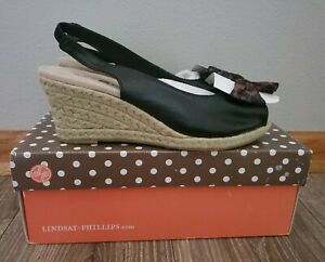 Lindsay Phillips Wedge Open Toe, Black With Tan Bow, Size 7.5