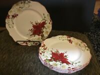 222 FIFTH WINTER HARMONY RED POINSETTIA HOLIDAY CHRISTMAS DINNER PLATES SET OF 4