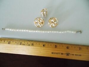 Freshwater pearl set of earrings, bracelet, and ring in gold tone settings;