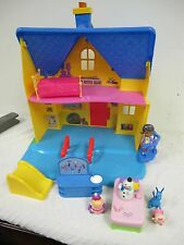 DOC MCSTUFFINS DISNEY  DOLL HOUSE CLINIC PLAYSET WITH FIGURES FURNITURE