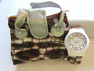 Watch Womans Cuff/with matching  Case-round white face-brown white black