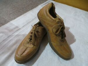 Men's Clark's Loafer Style Shoes. Size 10, Tan.