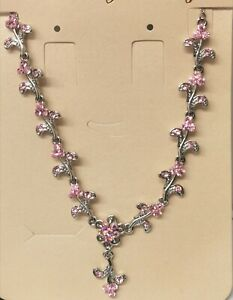 Fashion party necklace with rhinestones in pink colour.