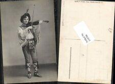 119706,Geige geigenspieler in Tracht Theater