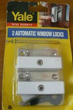 YALE X 2 WINDOW SNAPLOCKS FOR WOODEN CASEMENT WINDOWS  WITH KEY