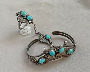 RUNNING BEAR Southwest Design Sterling Silver & Turquoise Slave Bracelet;N279