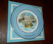 AVON VINTAGE COLLECTOR PLATE CHRISTMAS '77 BLUE GOLD CAROLER WEDGWOOD NEW IN BOX
