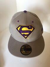 Superman New Era Cap Snapback Gris Violet Jaune monté 7.5 7 1/2 Pouces 59