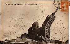 CPA Un coup de Mistral a Marseille (256360)