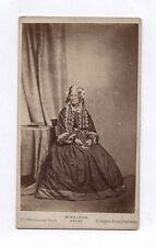 PHOTO ANCIENNE CDV Femme Coiffure Studio Rideau Vers 1870 Livre NELSON Londres