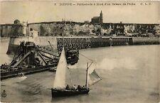 CPA Dieppe-Promenade á Bord d'un Bateau de Péche (347367)