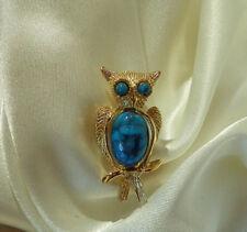 Super Cute Fun Vintage 1960's Gold Tone Owl Bird Repousse Lucite Brooch 37my8