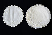 13 VINTAGE 1940'S OFF WHITE LINEN NAPKINS WITH FINE EMBROIDERY