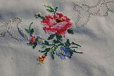 Handarbeit wunderschöne Kreuzstichstickereidecke 85 x 85 mit edlen Rosenbuketts
