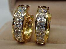 Or jaune 18 carats solides Femmes Filles Boucles d'oreilles diamant de Huggie