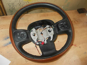 2013 FIAT 500L RED & BLACK LEATHER STEERING WHEEL - GREAT CONDITION