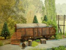 H0 Diorama HO 1:87 abgestellter Güterwagen zum Bahnhof Wiese patiniert