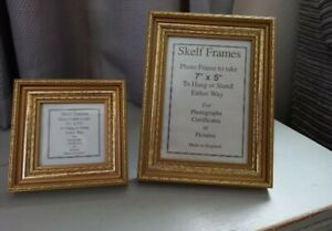 MATCHING PAIR OF PHOTO FRAMES