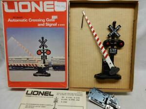 LIONEL No. 6-2162 AUTOMATIC CROSSING GATE AND SIGNAL, C-8 LN in ORIGINAL BOX