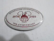 VINTAGE PROMO PINBACK BUTTON #113-087 - OVAL - 1989 DISNEYLAND INTERNATIONAL