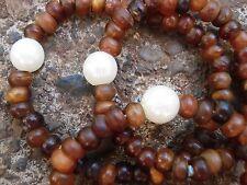 Triple pulsera de bisutería con cuentas marrones e imitación de perlas