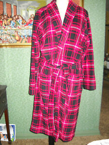 FRUIT OF THE LOOM MENS'S RED PLAID BATHROBE NWOT, ONE SIZE, MACHINE WASH