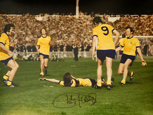 Charlie George Hand Signed Arsenal celebration  12x16 Photograph A  : New
