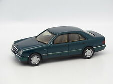Herpa SB 1/43 - Mercedes E 320 Verde