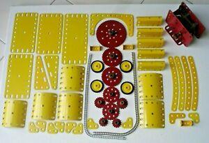 Meccano:pièces jaunes NEUVES, + moteur 20v: bon fonctionnement + roues à chaîne.
