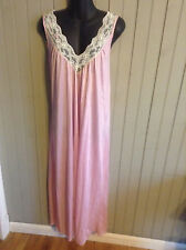 beautiful! Vintage small pink w/ cream lace nightgown