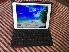 Apple iPad Air 2 128GB, Wi-Fi, 9.7in - Silver (CA) + Logitech Smart Keyboard
