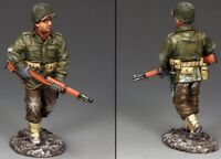 KING & COUNTRY BATTLE OF THE BULGE BBA069 U.S. WINTER G.I. ESCORT WITH RIFLE MIB
