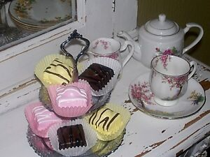 FAKE CAKES X 6 FRENCH FANCIES FAUX ARTIFICIAL CUPCAKE DISPLAY SHOP PROP DRESSER