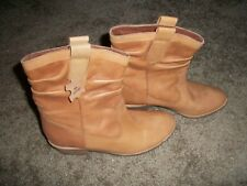 LADIES LEATHER  WESTERN STYLE BOOTS....SIZE 6...NEW !!!!