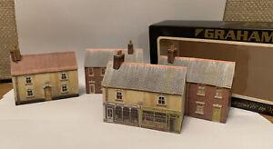 4 x Graham Farish vintage buildings, 1 x shop, 3 x houses