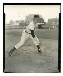"""1954 Orig. 4""""x5"""" B&W Type 1 contact print photo - George Zuverink - 1956 Topps"""