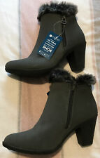 BNWT Ladies Pavers Boots Size 4 /37