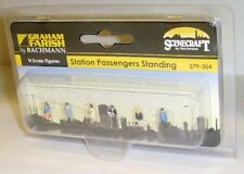 N Gauge Graham Farish 379-304 Station Standing Passengers