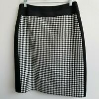Tahari  Black and White Houndstooth Size 6 Office Career Pencil Skirt
