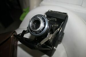 vends appareil photo ancien avec sa pochette en fonction et bon etat