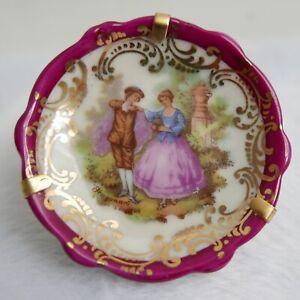 Assiette miniature—Porcelaine de Limoges—Décor Fragonard couple—Bord dentelé