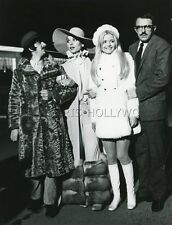 EWA AULIN  JOHN ASTIN RINGO STARR ELSA MARTINELLI CANDY 1968 VINTAGE PHOTO #9