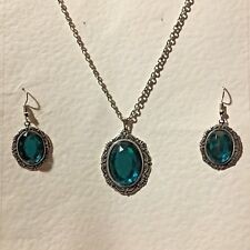 VICTORIAN STYLE TEAL GREEN CRYSTAL SILVER PLATED PENDANT EARRINGS SET