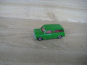 DINKY No 197  MORRIS MINI TRAVELLER   (Repaint Green  )   1/43     LOOSE
