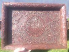 Bandeja De Cuero Antiguo de Madera con Barco y aves Antiguo Oriental cruzada Tudor