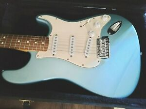 Fender Stratocaster Electric Guitar Made in Mexico with Hard case