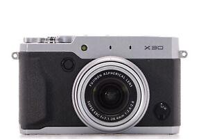 Fujifilm X30: