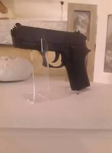 Waffen Ständer Pistolen Ständer   Acrylglas Plexiglas Klar für Kurzwaffen