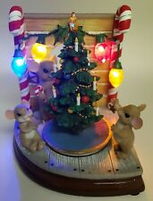 Charming Tails - Animated Mouse Hole - 30388 Christmas Scene